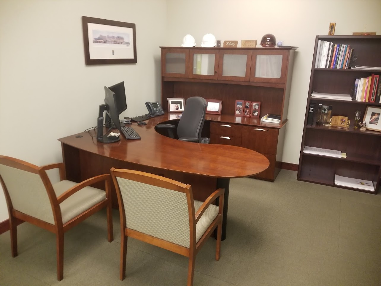 U-shape Medium Cherry Veneer desks