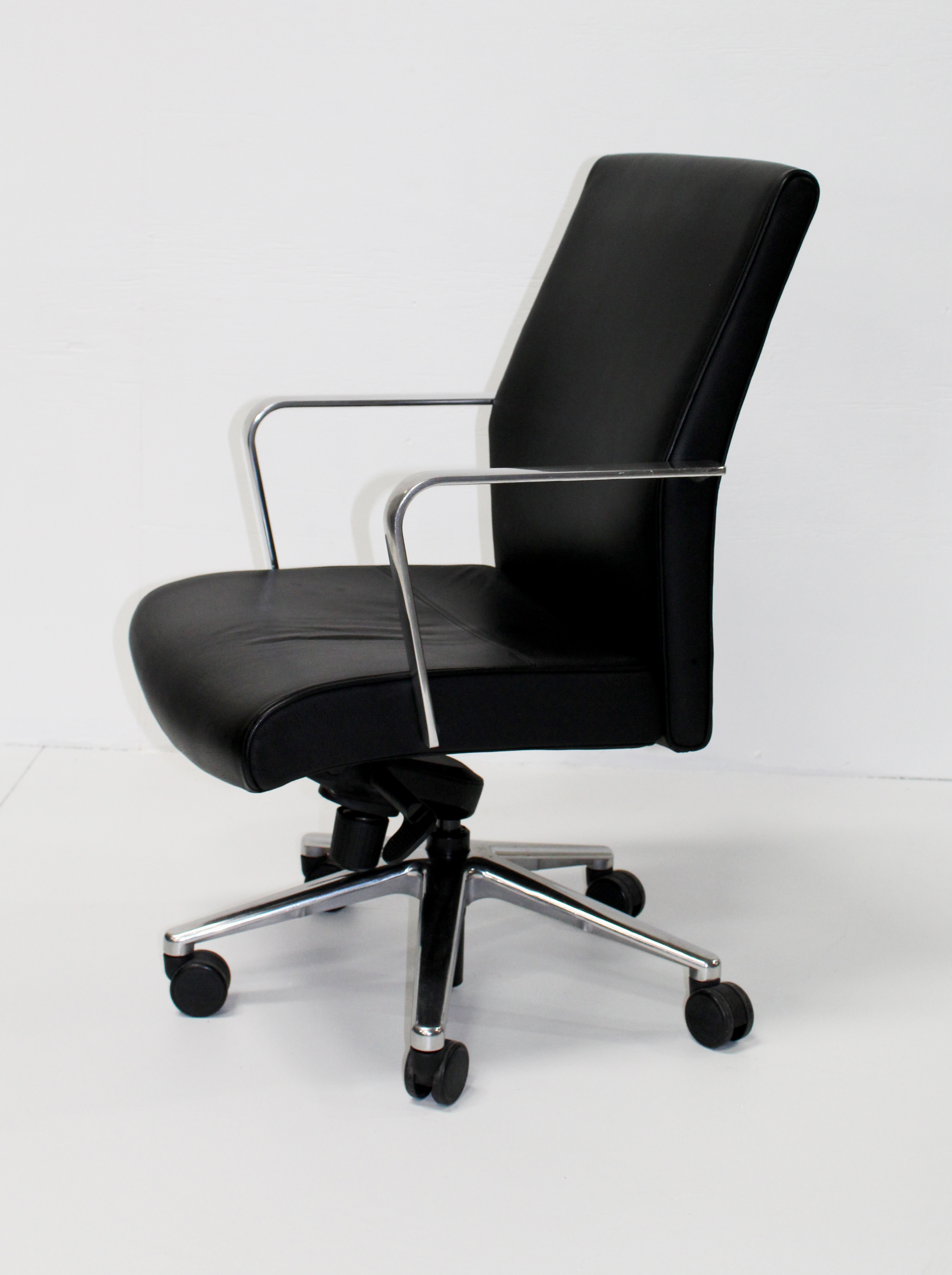 Swell Black Leather High Back Conference Chair By Keilhauer Caraccident5 Cool Chair Designs And Ideas Caraccident5Info