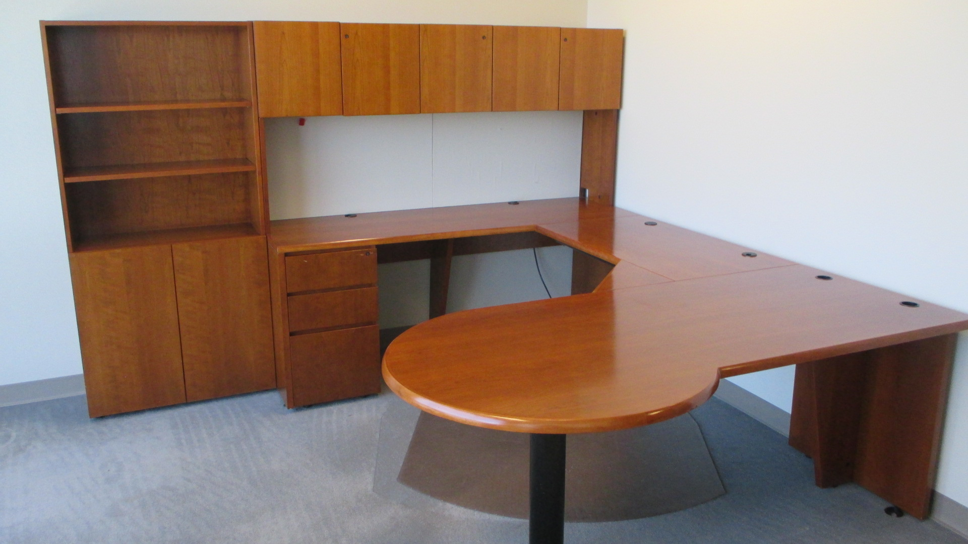 Used Office Furniture 8 X 6 U Shape Rh Medium Cherry