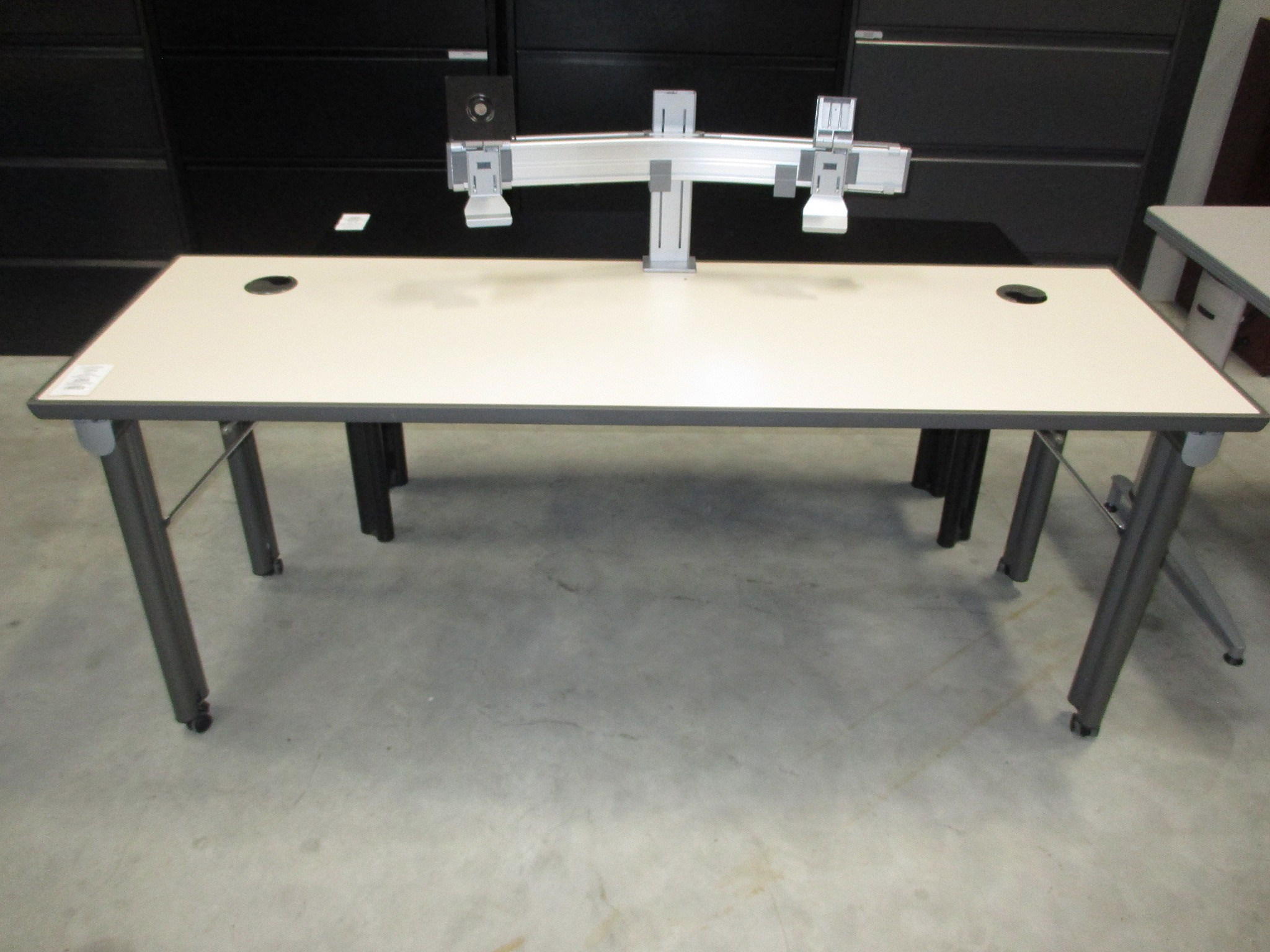 Knoll mobile training table